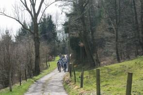 Grosse Wandergruppe unterwegs