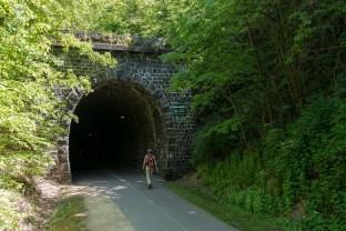 Vor dem Tunnel