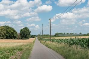 Feldweg in Asphalt