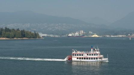 Raddampfer in der Bucht von Vancouver