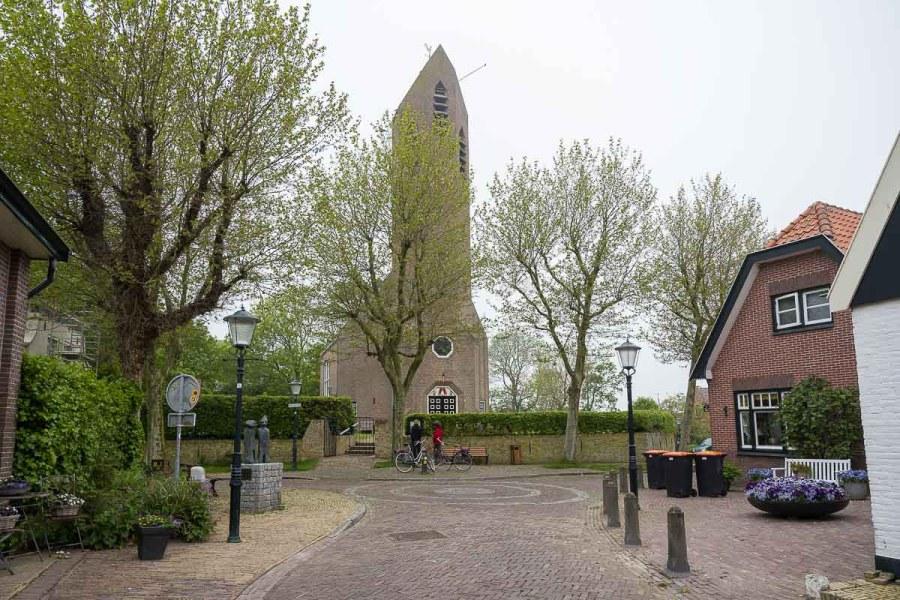 Ortszentrum in de Waal mit Kirche