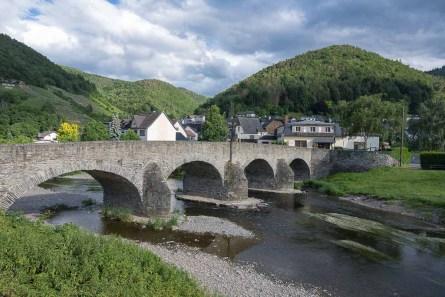 Alte Steinbrücke in Rech