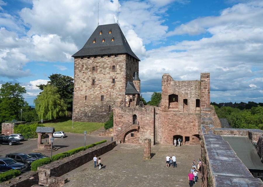 Blick auf Pallas und Burgturm