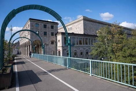 Stadthalle von der Schlossbrücke aus
