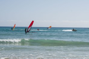 Surfschüler in Aktion