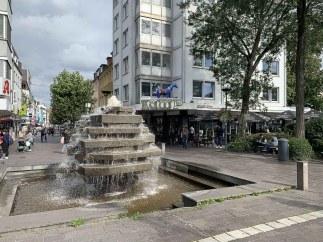 Springbrunnen am Ende der Füßgängerzone