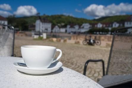 Kaffepause am Hafenbecken