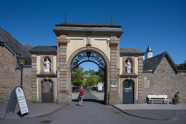 Haupteingang zum Kloster Steinfeld