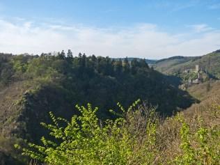 Blick auf die Schmitthütte und die Burgen
