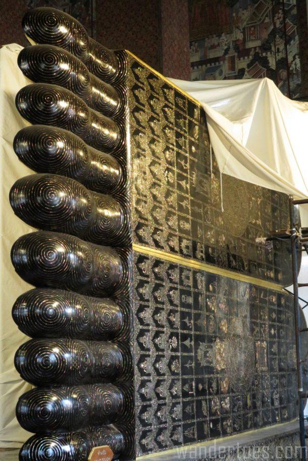 wat-pho-buddha-feet