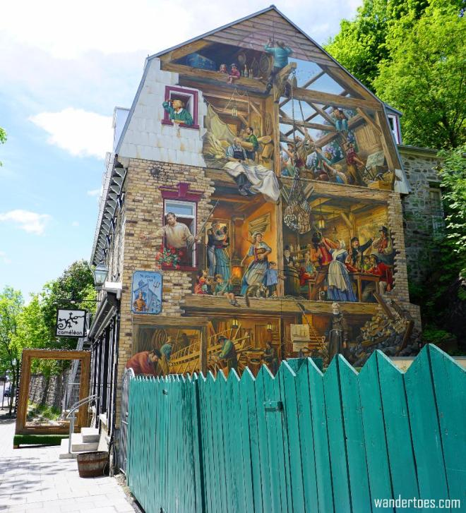 La Fresque du Petit-Champlain, depicting the history of life in the lower town.