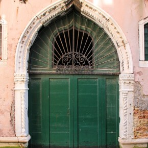 10 Inviting Doors of Venice, Italy