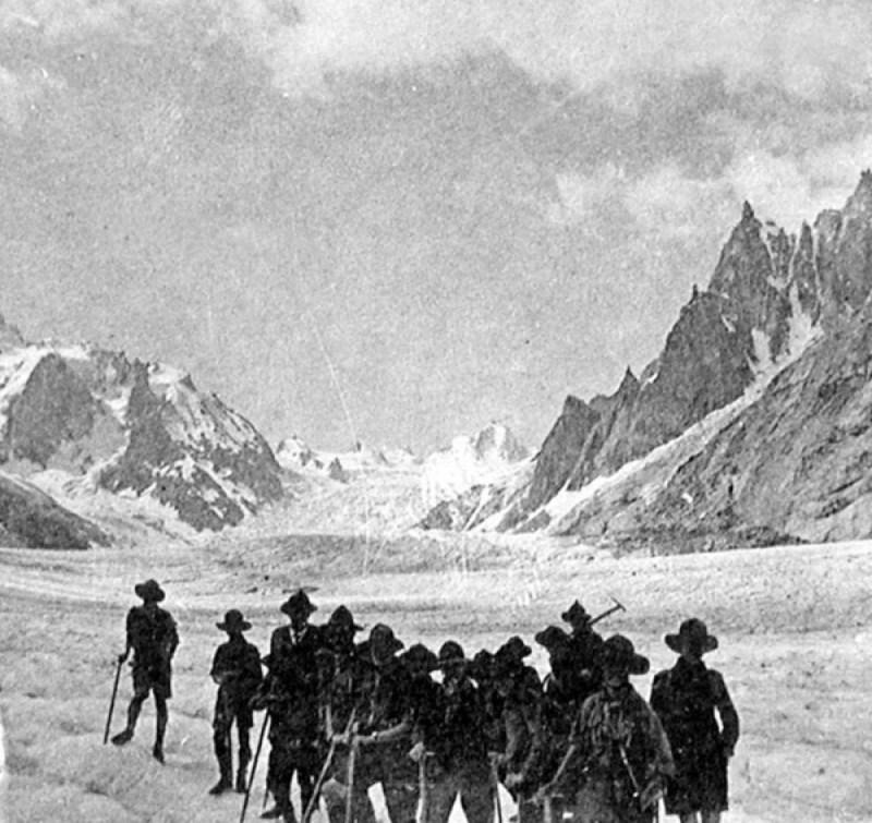 Ecole Montalembert - Limoges. 1931-1932 - Nos Scouts en Campement. Sur le glacier du Géant. Camp des Alpes.