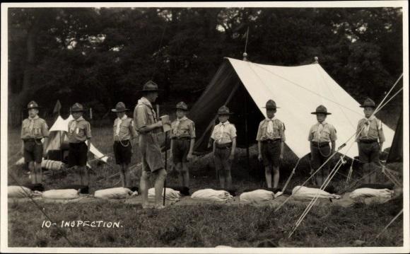 Inspection par un chef de patrouille scout_
