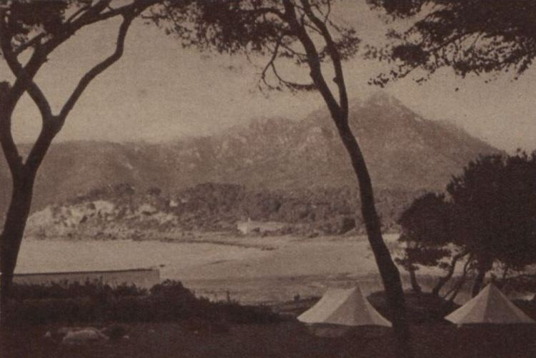 Joie des camps au bord de la mer.