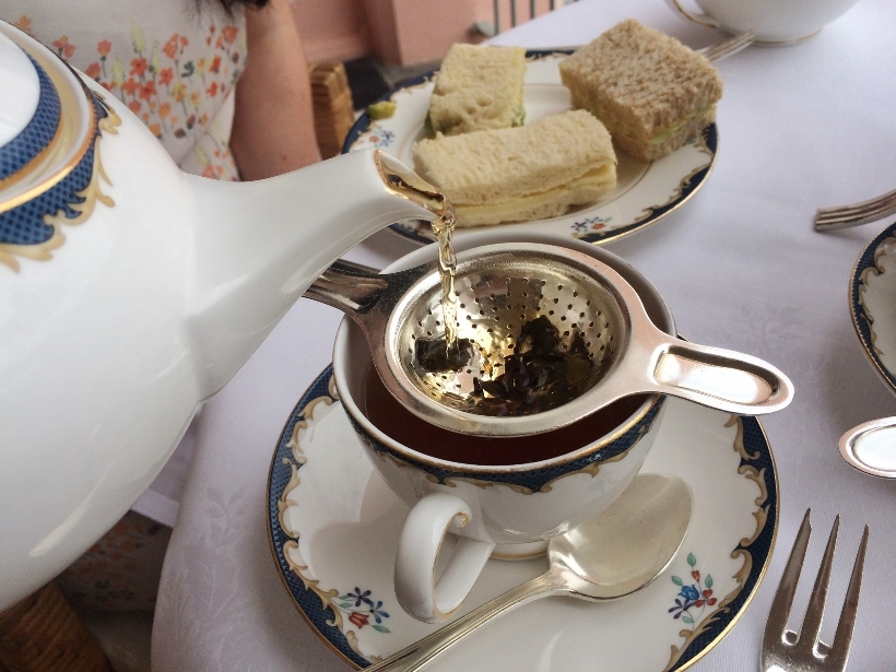 pouring tea reids palace madeira