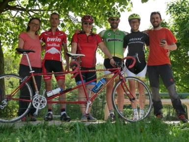 Antonia, Dragan, Ivana, Milan, Maja und Daniel mit dem coolsten Renntandem der Welt!