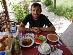Mittagessen in einer Locantesi nach Yenize.