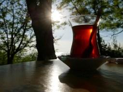 """Der """"Blind Date""""- Balkon in Moda, wo man Tee mit Blick auf das Meer und die Silhouettte der europäischen Seite geniesst."""