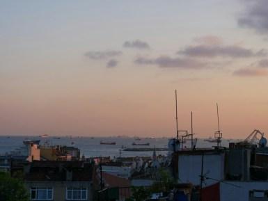 Istanbul. Blick von unserer Terasse auf das Meer.