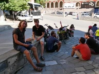 Radelfreunde // Cycling friends.