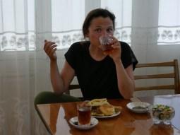 Tee gibts ab jetz in großen Gläsern// Tea is served in big glasses now.