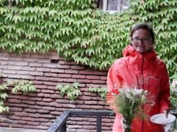 Blumen für Mami Tornike in Tiflis. Sie hat uns so nett mit Kuchen empfangen.