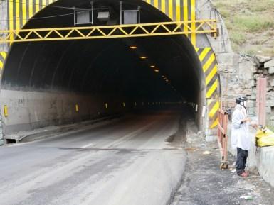 Pass nach Teheran - mit vielen Tunneln.// Pass to Teheran- with a lot of tunnels.