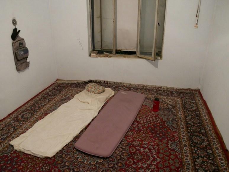 We sleep in a koran school. // Wir übernachten in einer Koranschule.