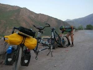 Dushanbe to Kala-i-Khumb, puncture #2// Platten #2.