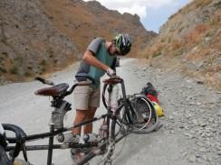 Dushanbe to Kala-i-Khumb., puncture #4// Platten #4.