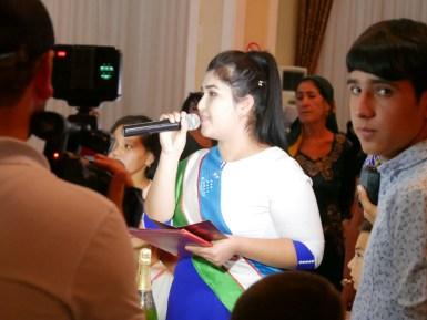 Official marriage ceremony with uzbek flag sash.// Standesamt direkt vor Ort - mit Schärpe in usbekischen Nationalfarben.