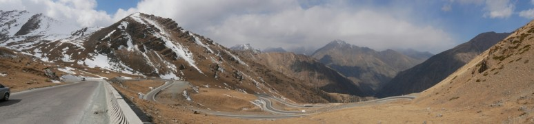 Beautiful downhill after Alu Too pass.// Schöner downhill nach dem Alu Too Pass.