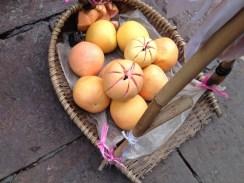 Eine neue Frucht für uns.// A new fruit to us.