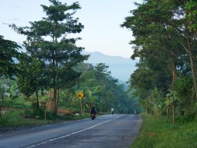Another road to push the bike.// Noch so eine Straße, auf der wir das Tandem schieben müssen.