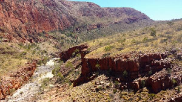 Ormiston-Gap-West-Mcdonnals-Range