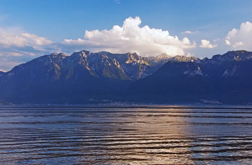 Mountains and Lac Léman at sunset