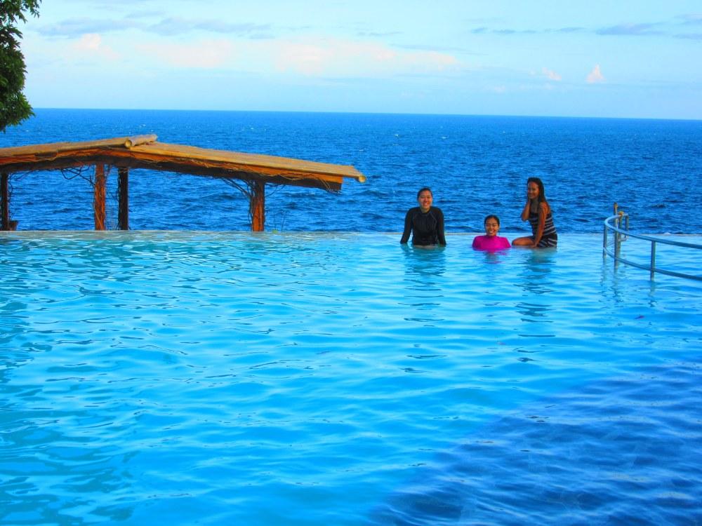 Antulang Beach Resort, Dumaguete (Infinity Pool) (3/6)