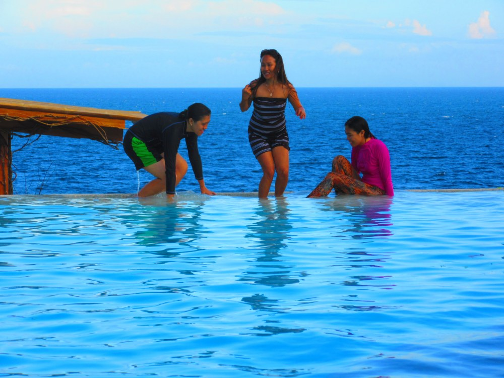 Antulang Beach Resort, Dumaguete (Infinity Pool) (5/6)
