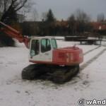Oczyszczanie stawu w parku miejskim w Andrychowie