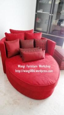 sofa merah