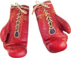 """les gants de """"Rocky 2"""" estimation $300,000"""
