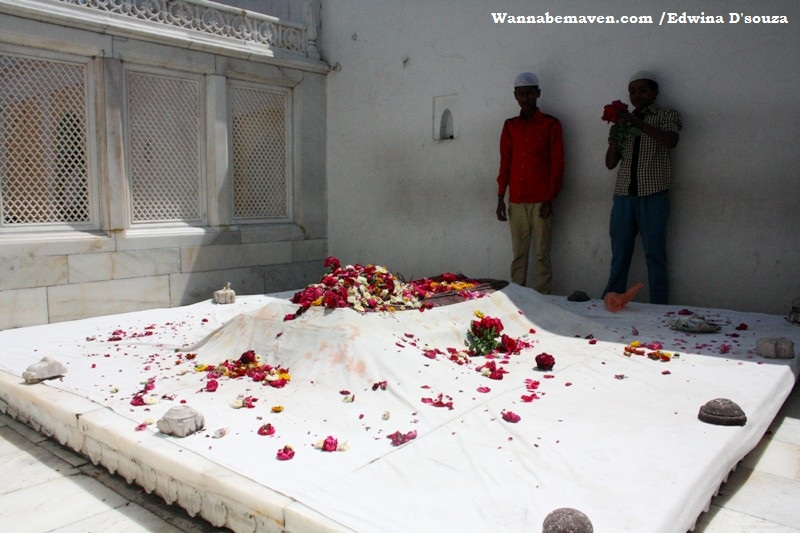 Aurangzebs tomb - Khuldabad - Aurangabad - explore aurangabad