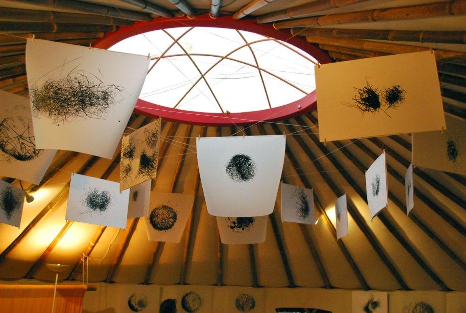 de prints in de yurt van Mira Vanden Bosch