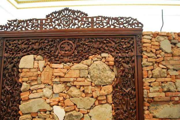 Souvenir from Shangai, 2012 - prachtig houtsnijwerk en ruwe steenafval