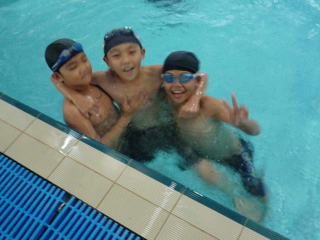 夏日游泳訓練課程 - 萬人補習班