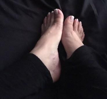 queen-daisy-feet
