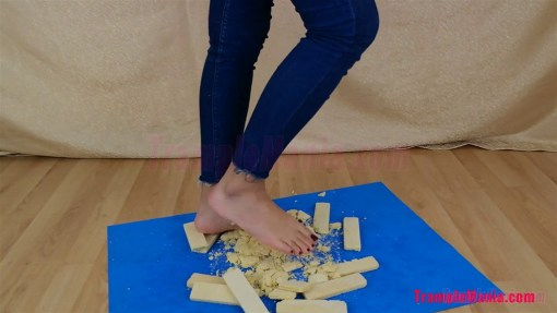 Megan Barefoot Banana Wafer Crush