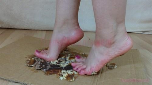 Elisa's Barefoot Cake Crushing