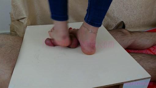 Crystal's Gives a Footjob